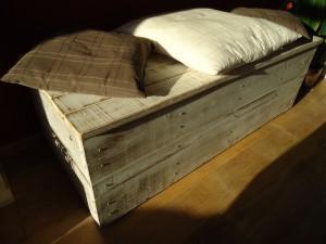 stoere robuuste houten kist