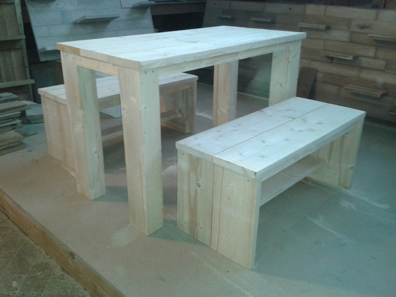 Buiten meubels for Steigerhout tuinset