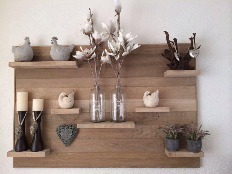 Mooi groot eiken houten wandbord met eiken legplankjes. Leuk om aan ...