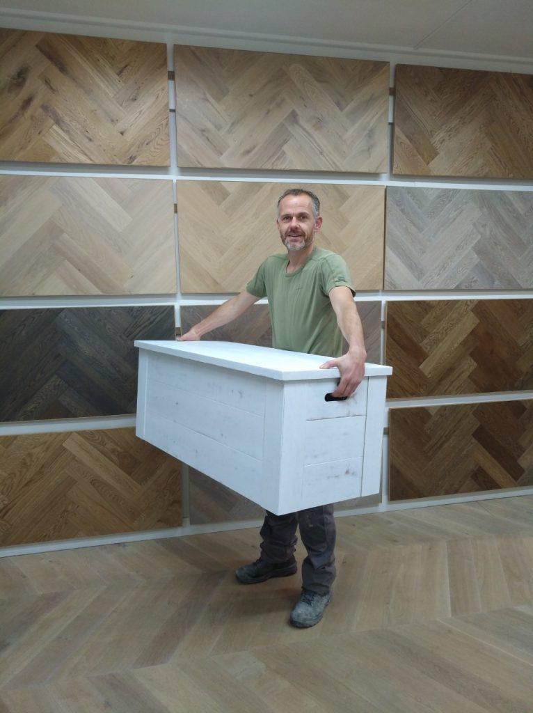 Witte houten kist gemaakt
